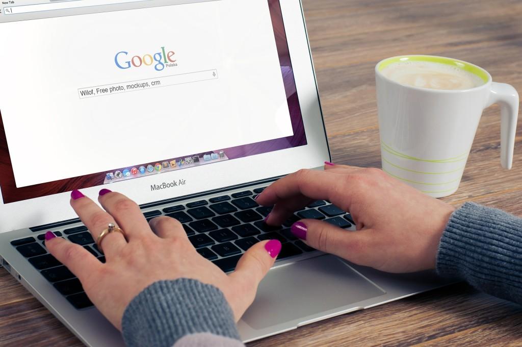 Suchmaschine Google auf Notebook geöffnet